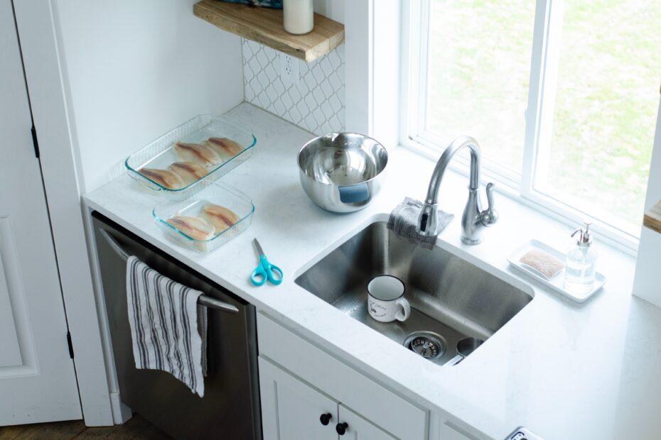sink beside bowl
